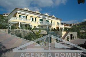 [:en]AG-DOM 081 - Apartment in villa for sale at Ospedaletti[:it]AG-DOM 081 - Bilocale in villa in vendita Ospedaletti[:]