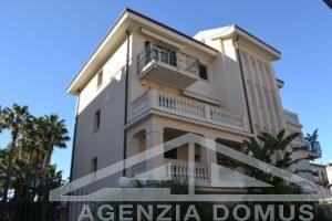 [:en]AG-DOM A4013-Apartment for seasonal rent in Bordighera[:it]AG-DOM A4013 - Appartamento per affitto stagionale a Bordighera[:]