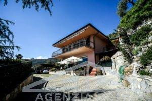 [:en]AG-DOM 1320 - Villa by the sea for sale Ospedaletti[:it]AG-DOM 1320 - Villa a picco sul mare in vendita Ospedaletti[:]