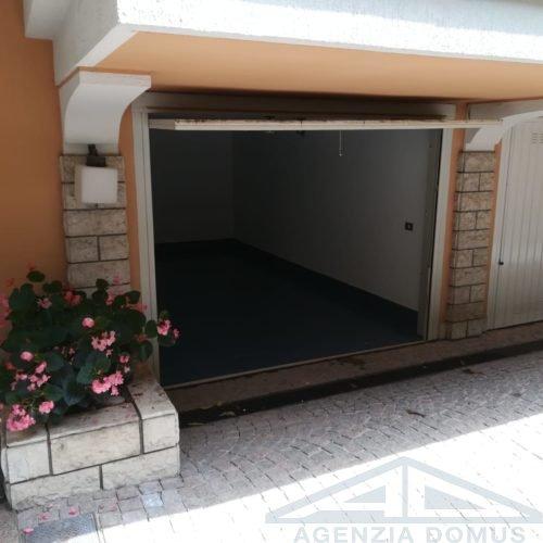 Esterno Garage Aperto
