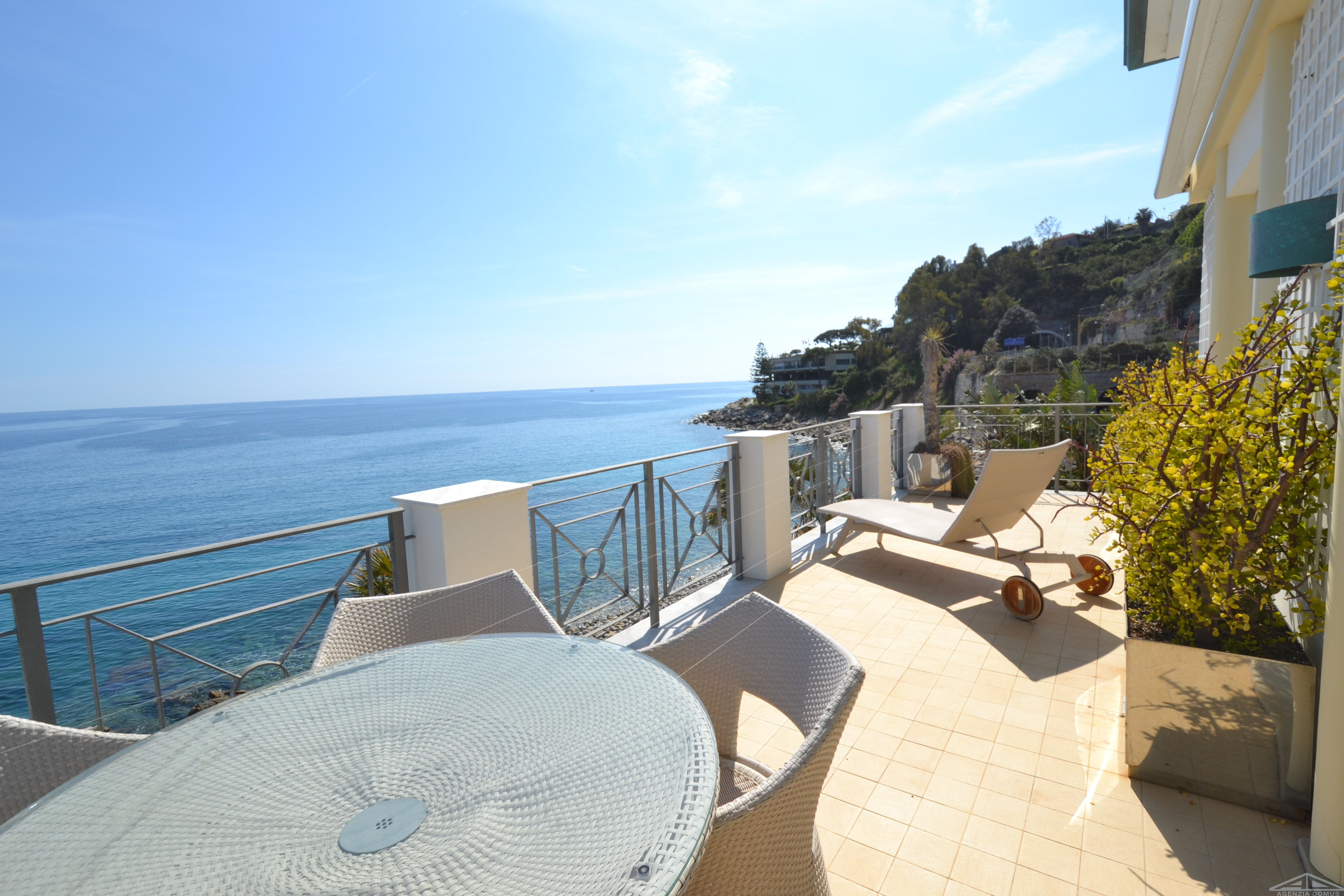 AG-DOM 686 – Apartment with direct access to the beach in