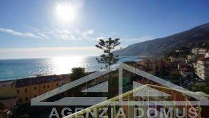 [:it]AG - DOM 267 - Centralissimo appartamento con rifiniture di pregio[:]
