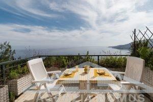 [:it]AG-DOM 1425 Appartamento bilocale con terrazzo vista mare in vendita a Ospedaletti[:]